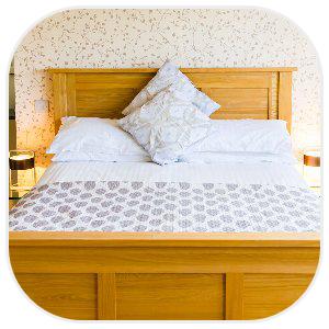 綺麗にセットされたベッド
