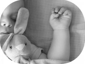 子どもの寝相が面白い?成長している証拠です