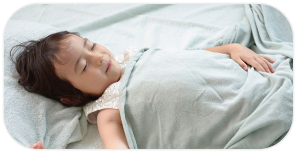 ぐっすり寝る子供