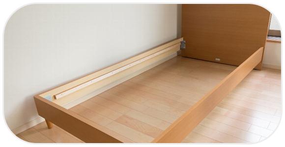 木製のベッドフレーム