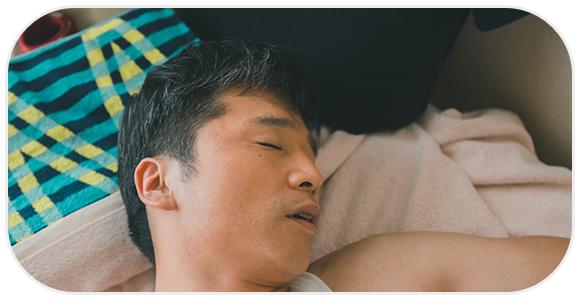 睡眠中のよだれが恥ずかしい!唾液が出る原因と改善方法とは