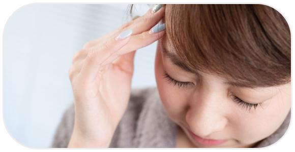 頭が痛む女性